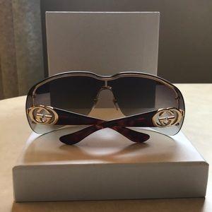 Gucci Sunglasses 🕶 with original case.